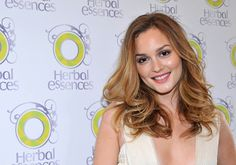 Leighton Meester Long Curls - Leighton Meester made a promotional appearance for haircare product Herbal Essences, where she showed off her radiant locks. Blair Waldorf, Leighton Meester Hair, Leighton Marissa Meester, Best Human Hair Extensions, Clip In Hair Extensions, Long Curls, Long Wavy Hair, Medium Hair Styles, Curly Hair Styles