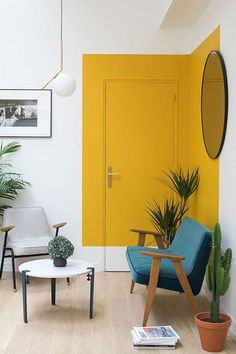 A unique paint trend that pops up again and again in cool interiors. House interior Paint Saint: A Unique Paint Trend That Pops Up Again and Again in Cool Interiors Interior Modern, Modern Interior Design, Home Design, Yellow Interior, Interior Paint Design, Interior Painting Ideas, Paint Ideas, Home Painting Ideas, Interior Ideas