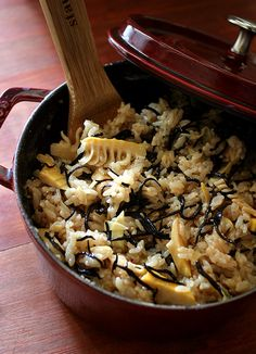 Japanese food : Bamboo-shoot rice タケノコご飯 http://japanesefood.about.com/od/rice/r/takenokogohan.htm