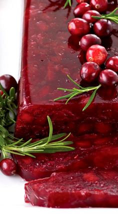 Jellied Cranberry Sauce with Fuji Apple : food&wine, beautiful presentation Thanksgiving Sides, Thanksgiving Recipes, Holiday Recipes, Cranberry Recipes, Cranberry Sauce, Cranberry Muffins, Jello Recipes, Sauce Recipes, Recipies