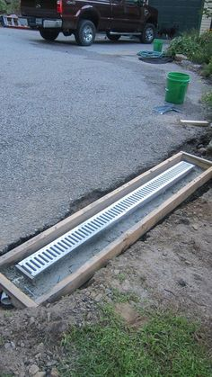 Retaining Wall Drainage, Gutter Drainage, Landscaping Retaining Walls, Concrete Driveways, Backyard Landscaping, Backyard Drainage, Driveway Drain, Diy Driveway, Trench Drain Systems
