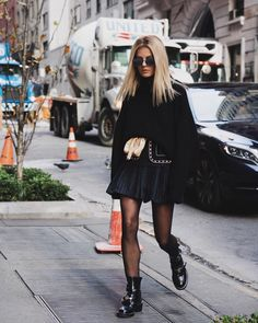 Wearing a via and a super cute ! More than Source by marinathemoss fashion advertising Winter Fashion Outfits, Fall Outfits, Autumn Fashion, Mode Outfits, Chic Outfits, Rainy Day Outfit For Work, Givenchy Boots, Stil Inspiration, Moss Fashion