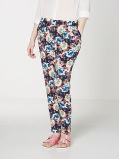 Floral trousers from VERO MODA. Flowers for spring - the perfect combinations