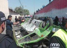 Cae microbús desde un puente en Ecatepec; mueren 3 pasajeros