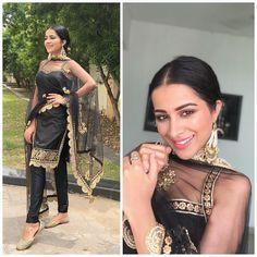 Trendy Suits, Stylish Suit, Indian Wedding Outfits, Indian Outfits, Indian Attire, Indian Wear, Virat Kohli Instagram, Punjabi Models, Punjabi Actress