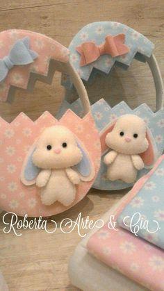 Canasta  conejos Fleece Crafts, Felt Crafts Diy, Easter Crafts, Happy Easter, Easter Bunny, Diy Ostern, Shabby Chic Christmas, Felt Patterns, Felt Dolls