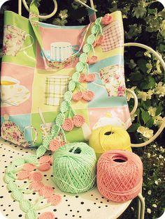 Inspiration edging crochet pretty little cherries Crochet Motifs, Crochet Borders, Thread Crochet, Crochet Trim, Love Crochet, Crochet Crafts, Crochet Flowers, Crochet Lace, Crochet Stitches