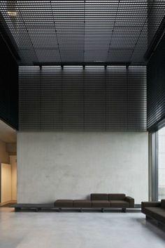 Rejillas metálicas en Oficinas Tonickx / Vincent van Duysen Arquitectos