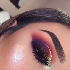 mac makeup looks questionable to me Cute Makeup, Glam Makeup, Makeup Inspo, Makeup Art, Makeup Inspiration, Makeup Trends, Makeup Ideas, Mac Makeup Looks, Gorgeous Makeup