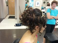 Curled updo / wedding hairstyle with curls / prom dance hairstyle