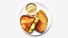 Grilled cheese with charred scallions and pickled jalapeños Perfect Grilled Cheese, Making Grilled Cheese, Grilled Cheese Recipes, Grilled Cheeses, Mayonnaise, Bon Appetit, Jalapeno Relish, Jalapeno Bread, Crisp Bread