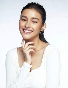Filipino x American (white) – Cutest Mixed Girls By Far Girl Face, Woman Face, Liza Soberano Instagram, Lisa Soberano, Cute Mixed Girls, Celebrity Look, Celebs, Celebrities, Beautiful Smile