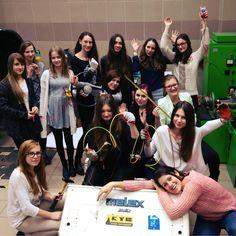 Koło Naukowe Elektra to grupa dziewcząt z Politechniki, które zdecydowały złamać stereotyp i zacząć działać jako kobiety-inżynierowie: https://www.facebook.com/elektrakolo