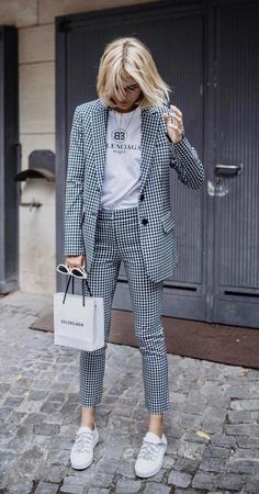 Viktoria Rader wearing Cropped Gingham Twill Pants by Tibi # women# femme# pantalon femme # pantalon classique femme # costume femme. Mode Outfits, Office Outfits, Casual Outfits, Sweater Outfits, Office Attire, Office Wear, Dress Outfits, Casual Wear, Woman Outfits