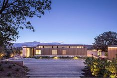 Dry Creek Residence Modern Home in Healdsburg, California by John… on Dwell Architecture Romane, Architecture Baroque, Dry Creek, One Storey House, Modern Mountain Home, Modern Contemporary Homes, Modern Spaces, Storey Homes, Mid Century House