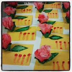 Targetes de Sant Jordi (roses fetes amb tovalloletes humides barrejades amb pintura).
