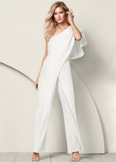 Get your outfit sorted in no time with the help of a jumpsuit or romper.umpsuits for women are one of the hottest trends, and with our dressy rompers and short sleeve jumpsuits, you can rock a look that's sleek or playful or sexy! Jumpsuit Dressy, White Jumpsuit, Jumpsuit Style, Summer Jumpsuit, Floral Jumpsuit, Venus Swimwear, One Shoulder Jumpsuit, Wedding Jumpsuit, Mix And Match Bikini