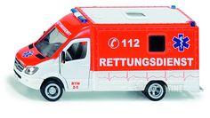 Siku Ambulance i skala 1:50. En rigtig flot Mercedes ambulance lavet af metal og plastdele. Ambulancen er meget virkelighedstro, har en høj detaljegrad og gør legen med biler lidt sjovere.  Farve: Rød / Hvid.  Mærke: Mercedes.  Måler: 17,5 x 8,7 x 5,9 cm.  Fra 3 år.  Se SIKU produktvideo her: www.youtube.com/watch?v=br3Ure0QReM  Find #SIKU legetøj på Nikostine.dk