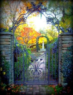 Your backyard will lose its prominence without a garden gate. Try these 39 gorgeous garden gate ideas below and make your own one. You will find these garden gates are not limited to creativity. Tor Design, Gate Design, Grades, Garden Doors, Garden Entrance, Fence Gate, Fences, Heaven's Gate, Iron Gates