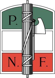 Els fascies: Provenien del món romà i eren un símbol d'autoritat. Per tant, sutilitzaven per a representar el poder del Duce.