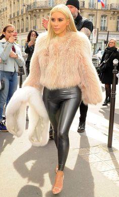 Cuir   fourrure, Kim Kardashian a chaud mais elle a du style...