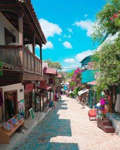 Eylül için en güzel rotalardan biri Kaş, Antalya. Peki sizin favori yerleriniz neresi? Haydi birbirimize fikirler verelim☺️ Kalacak yerler icin www.kucukoteller.com.tr/kas-otelleri.html?utm_content=buffer57b63&utm_medium=social&utm_source=pinterest.com&utm_campaign=buffer @ceyyhuun