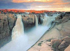 Discover the Augrabies Falls National Park in South Africa, home to the second largest waterfall in Africa South Africa Tours, Visit South Africa, Augrabies Falls, Places To Travel, Places To Visit, Largest Waterfall, Africa Travel, Wonders Of The World, Scenery