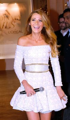 Blake Lively makes debut as the face of L'Oreal in white mini-dress Blake Lively Moda, Blake Lively Style, Gossip Girl, Pretty People, Beautiful People, White Mini Dress, Passion For Fashion, Ideias Fashion, Girl Fashion