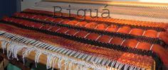 Tapiz realizado con telar maría. Utilizando tonos rojos y naranjas que dan calidez al ambiente.