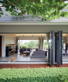 Gallery of The Triangle House / Phongphat Ueasangkhomset - 5