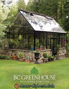 How to make the small greenhouse? There are some tempting seven basic steps to make the small greenhouse to beautify your garden. Diy Greenhouse Plans, Greenhouse Interiors, Backyard Greenhouse, Small Greenhouse, Pergola Plans, Greenhouse Wedding, Homemade Greenhouse, Diy Pergola, Pergola Ideas