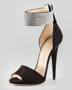 db8c88482ee Manolo Blahnik - Lauratomod Block-Heel Ankle-Strap Sandal
