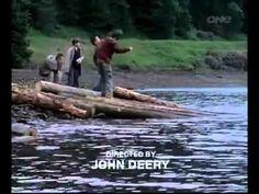 4. Louis Tomlinson Depois de ser figurante na série Fat Friends, o 1D fez um pequeno papel em If I Had You. Pequeno mesmo. Na cena, ele é amigo de um garoto que encontra um corpo no lago. Ele aparece olhando o morto. É muito rápido, então, não pisque ao dar o play abaixo.