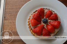 Strawberries tart Strawberry Tart, Greek Yoghurt, Chocolate Filling, Powdered Milk, Gelatin, Biscotti, Strawberries, Vanilla, Lemon