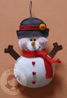 Gotta love the heart buttons on his tummy. Felt Christmas Decorations, Christmas Ornaments To Make, Christmas Sewing, Felt Ornaments, Christmas Art, Christmas Projects, Handmade Christmas, Felt Snowman, Snowman Crafts