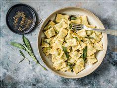 Agnolotti al Plin Tortellini, Ravioli, Agnolotti, Gnocchi, Feta, Cheese, Chicken, Recipes, Cooking Ideas