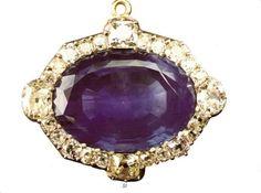 Medalhão Origem: Portugal, 2ª metade do séc. XVIII Materiais: Ouro, Prata, Safira, Brilhantes Pertença de D. Maria Pia e depois de D. Amélia