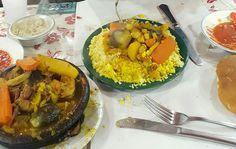 Tajin de cordero y couscous en la plaza jamaa fna de Marrakech.Puesto N1