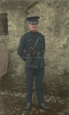Ireland 1916, Dublin Ireland, British Armed Forces, Michael Collins, Police Uniforms, British Army, Military History, Revolutionaries, Old Photos