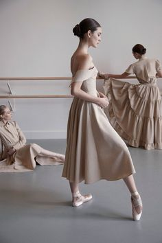 Find images and videos about dance, ballet and dancer on We Heart It - the app to get lost in what you love. Tutu Ballet, Ballet Dancers, Ballerinas, Ballet Art, Shall We Dance, Just Dance, Dance Photos, Dance Pictures, Princesa Tutu