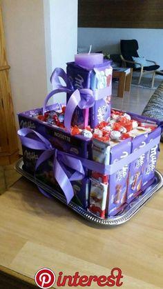 Make a Wish & Birthday Bash Birthday Basket, Diy Birthday, Birthday Gifts, Craft Gifts, Diy Gifts, Candy Bouquet Diy, Diy Gift Baskets, Candy Cakes, Chocolate Bouquet