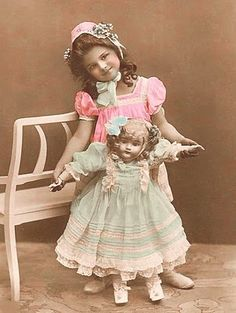 Vintage Rose Album: Lalka It's no wonder so few of these dolls survived. If actually played with the china heads would crack so easily! Vintage Children Photos, Images Vintage, Vintage Girls, Vintage Roses, Vintage Pictures, Victorian Dolls, Antique Dolls, Antique Photos, Vintage Photographs