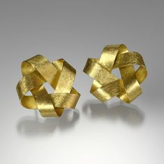 A pair of 18k matte yellow gold ribbon earrings on posts with 5 points. Total diameter equals 1. By Petra Class