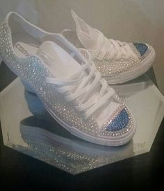 Custom Bling Pearl y Rhinestone Converse, Chuck Taylor, Chucks, Bridesmaid Converse, Cumpleaños Bling Converse Bedazzled Converse, Rhinestone Converse, Bridal Converse, Glitter Converse, Glitter Shoes, Converse All Star, Converse Sneakers, Converse Chuck, Bling Shoes