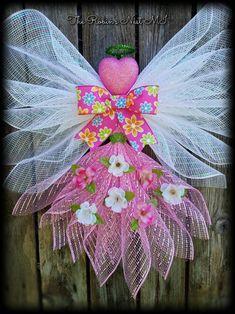 23 Clever DIY Christmas Decoration Ideas By Crafty Panda Mesh Ribbon Wreaths, Deco Mesh Wreaths, Mesh Garland, Ribbon Art, Christmas Angels, Christmas Wreaths, Christmas Crafts, Spring Wreaths, Xmas