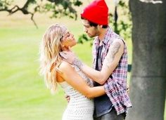Zayn Malik and Perrie Edwards I want a relationship like theirs ! Zayn Perrie, Zayn Malik, The Way He Looks, Carnival Birthday Parties, 21 Birthday, The Girlfriends, Perrie Edwards, I Love One Direction, 1d And 5sos