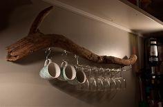 DIY : Branche de bois flotté transformée en porte-verres à pied