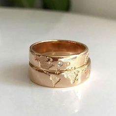 10 modern and romantic engagement rings to combine with your partner - Ring - Anillos Jewelry Trends, Jewelry Accessories, Monkey Wallpaper, Ring Verlobung, Cute Jewelry, Partner, Wedding Bands, Marie, Jewerly