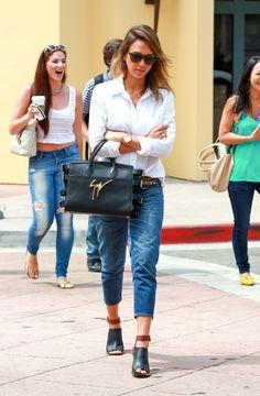 Jessica Alba Photos: Jessica Alba Runs Errands