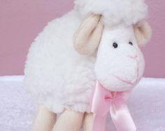 Petit July -Ovelhinha Lembrança Lembrancinha de chá de bebê, chá de bebê tema ovelhinha, mini ovelha, batizado tema ovelha, velhinhas, decoração ovelhinhas, quarto de bebê